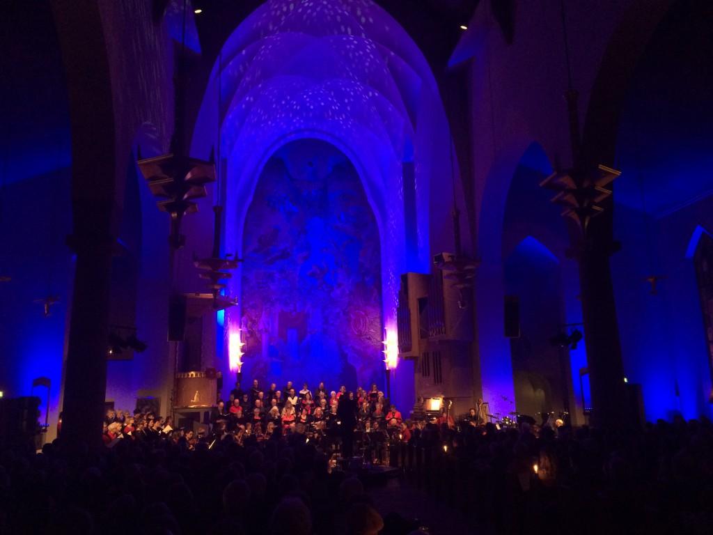 Orkesterföreningen och kyrkans körer.
